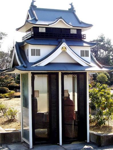 Alô Quer ver os diferentes telefones públicos pelo mundo Japão
