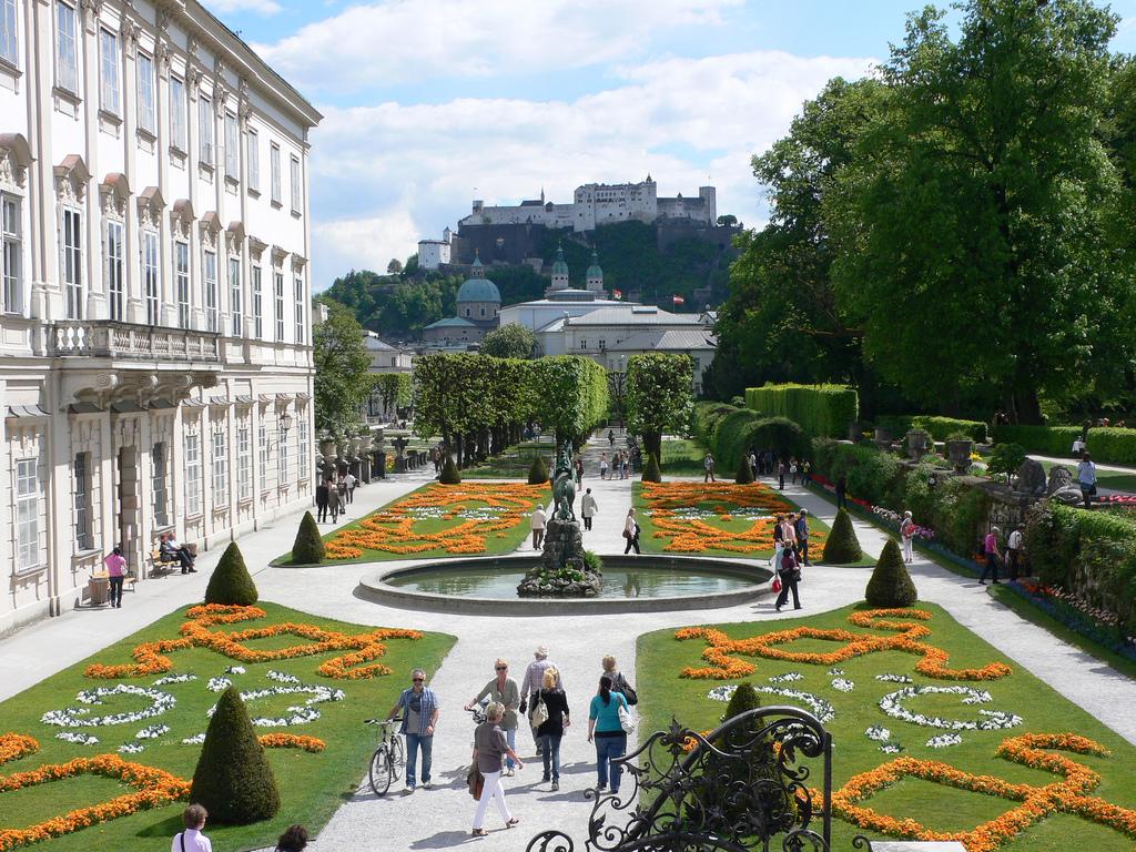 Os mais curiosos jardins pelo mundo! Palácio Mira