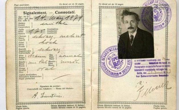 Todo mundo tem que ter passaporte, até os famosos! - Einstein