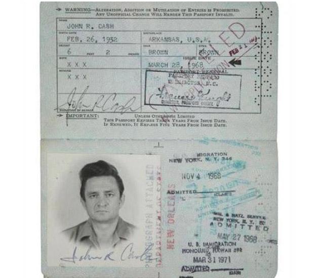 Todo mundo tem que ter passaporte, até os famosos! - J Cash