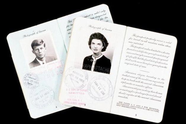 Todo mundo tem que ter passaporte, até os famosos! - Kennedy