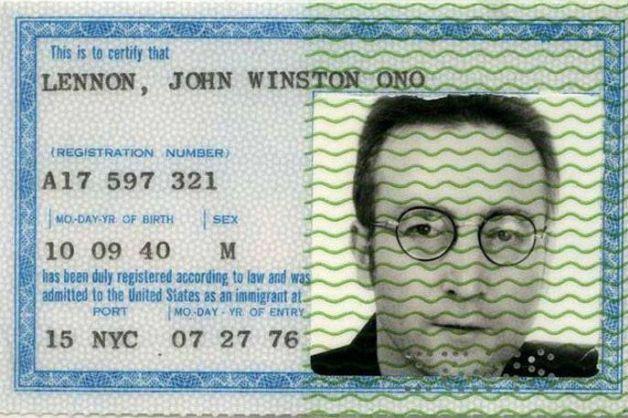 Todo mundo tem que ter passaporte, até os famosos! - Lennon