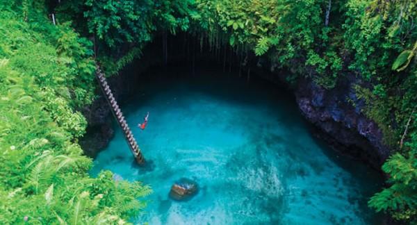 Piscina natural To Sua Ocean Trench, na Ilha Lotofaga (Samoa)