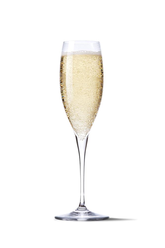 As mais variadas superstições do mundo para a virada do ano! champagne