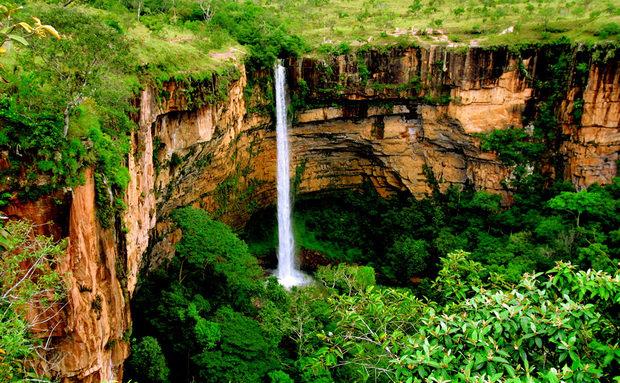 Conheça as 10 cachoeiras mais bonitas do Brasil! Veu da Noiva