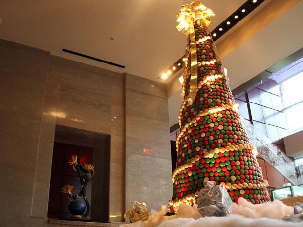 Veja a árvore de Natal montada com 8 mil doces! 2