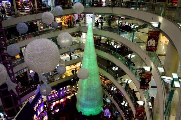 Veja as diferentes árvores de Natal por aí! garrafas