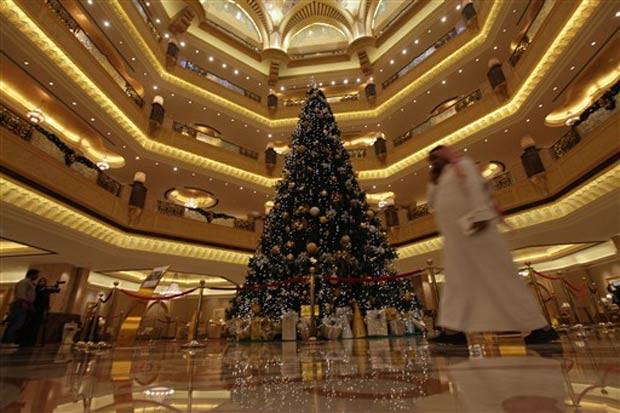 Veja as diferentes árvores de Natal por aí! joias