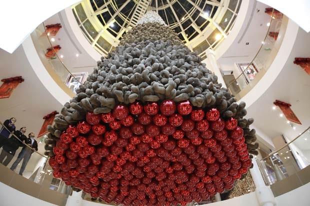 Veja as diferentes árvores de Natal por aí! ursinho