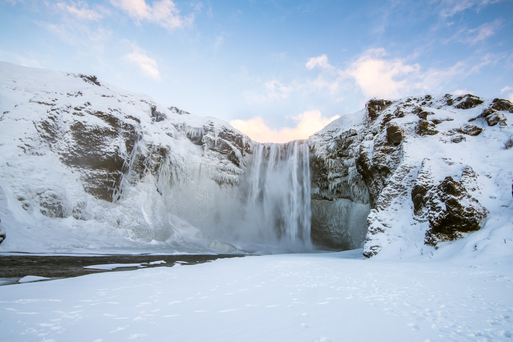 Skogafoss in Iceland_inverno