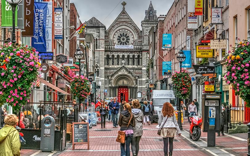 Dublin, na Irlanda, recebe inúmeros viajantes sem companhia